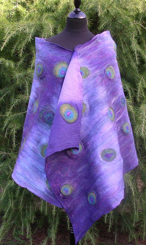 'Peacock eye' wrap en mousseline de soie georgette with Merino et mûrier soie tambour-cardée.